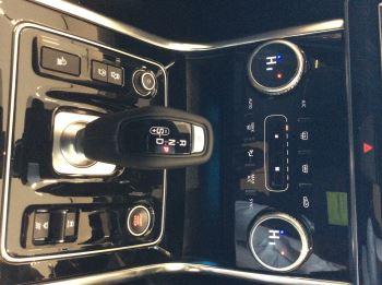 Jaguar XE 2.0 D200 R-Dynamic Black image 11 thumbnail